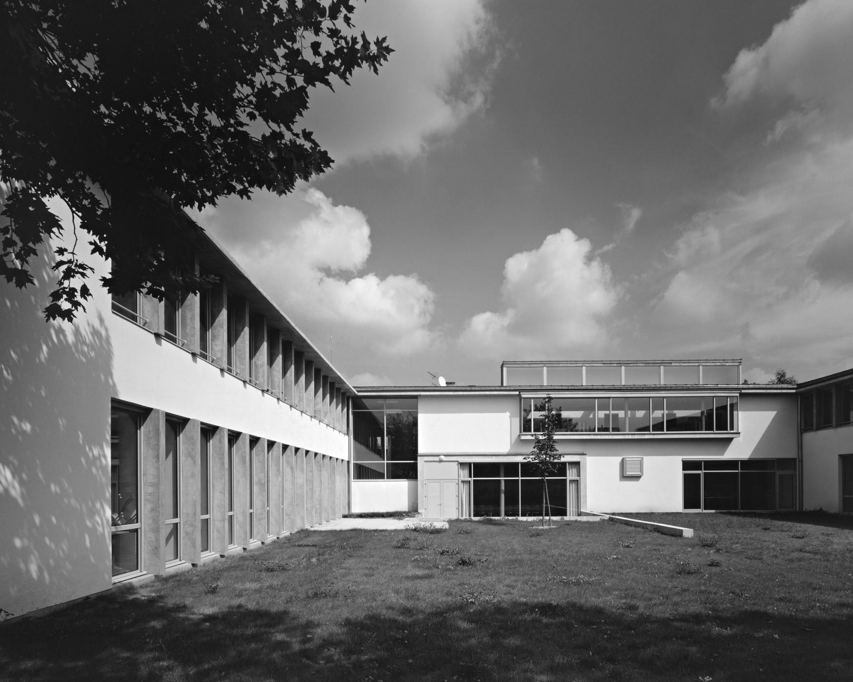 College Verhaeren - vue noir et blanc