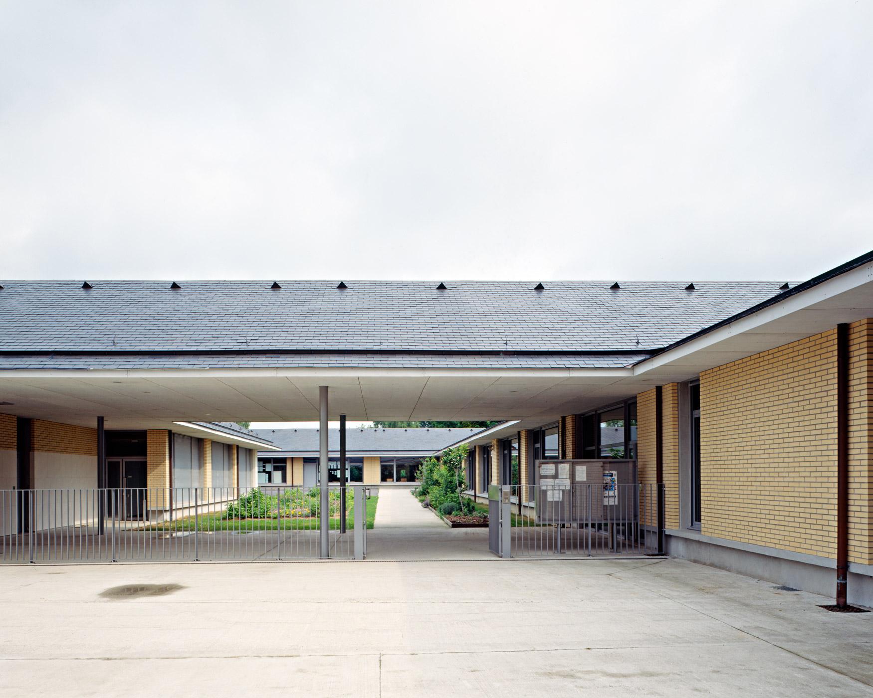 Ecole Peguy Notre-dame-de-Gravenchon vue Préau