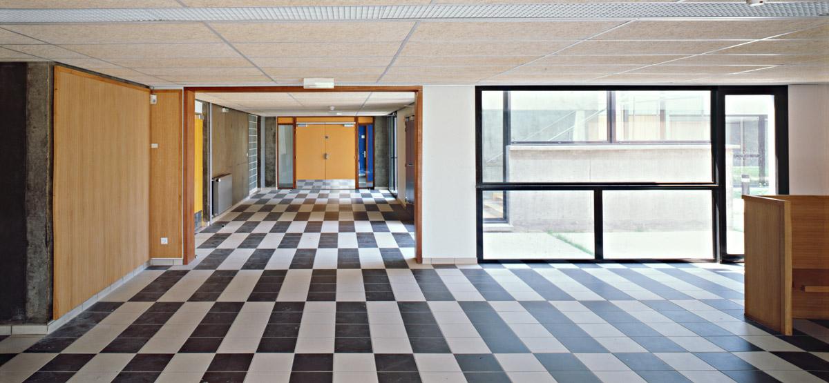 Internat du lycée aquacole Anita Conti à Fécamp - intérieur couloir