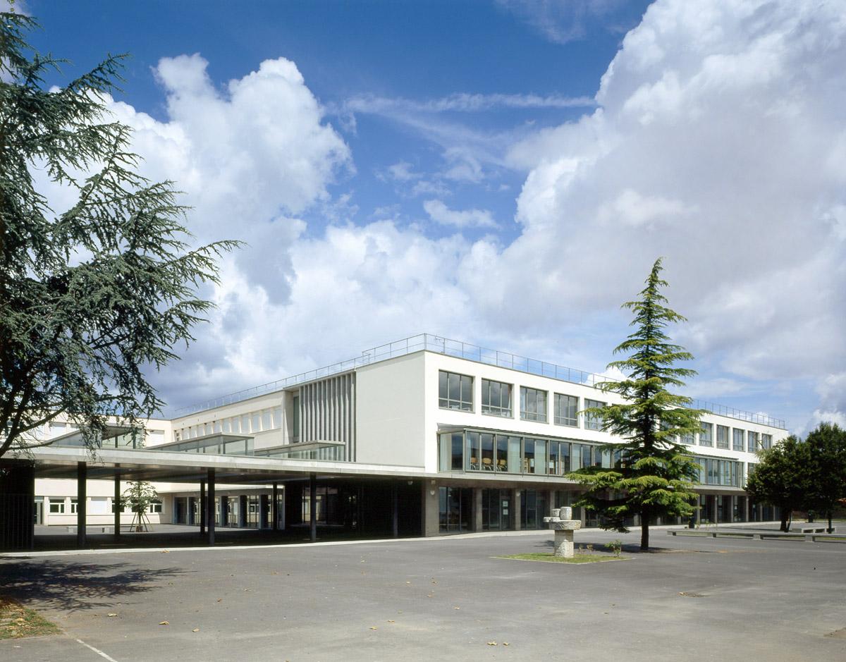 Collège Navarre à Evreux cour