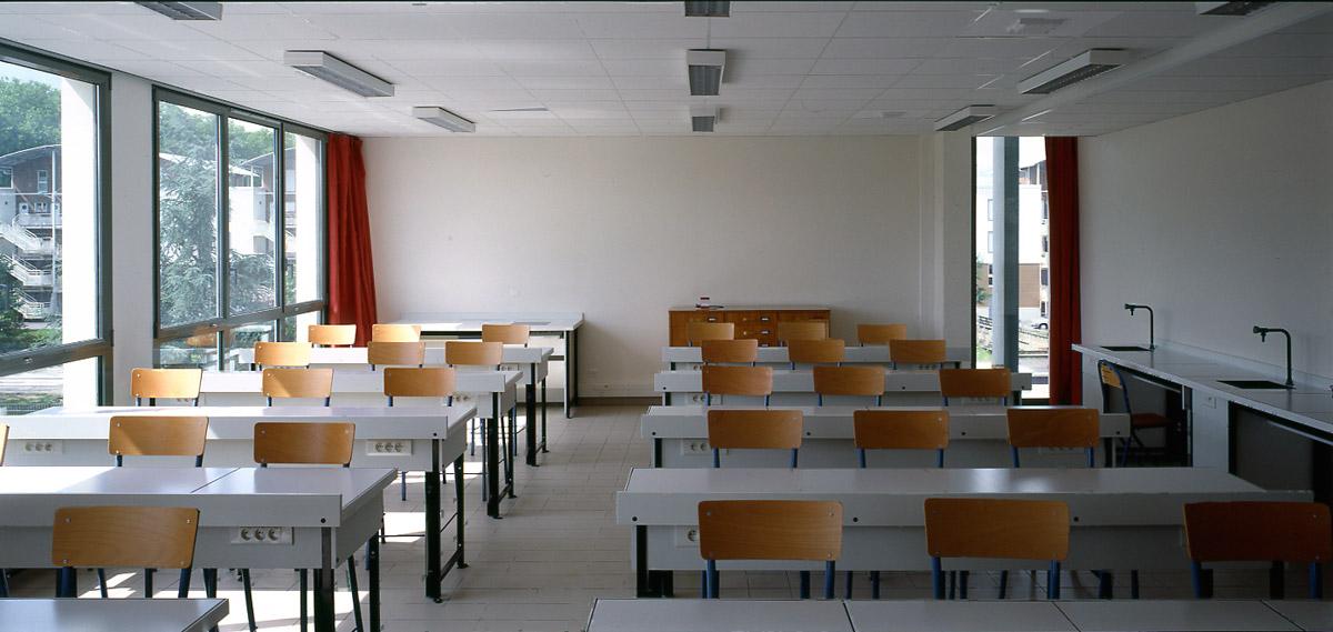 Collège Navarre à Evreux salle-de-classe
